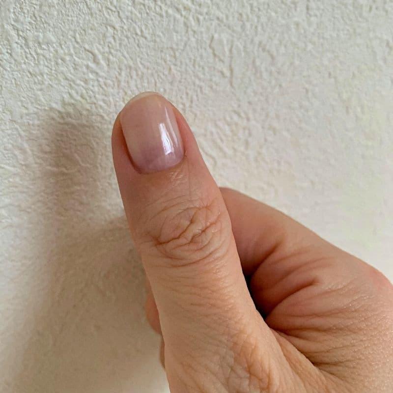 ハイポキニウムのケアをしてピンクの部分が伸びた爪