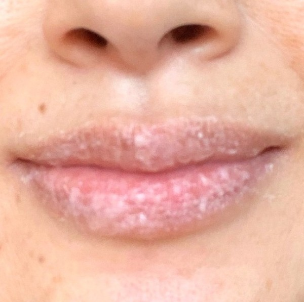 ブビブビリップをまんべんなく唇にのばしたところ