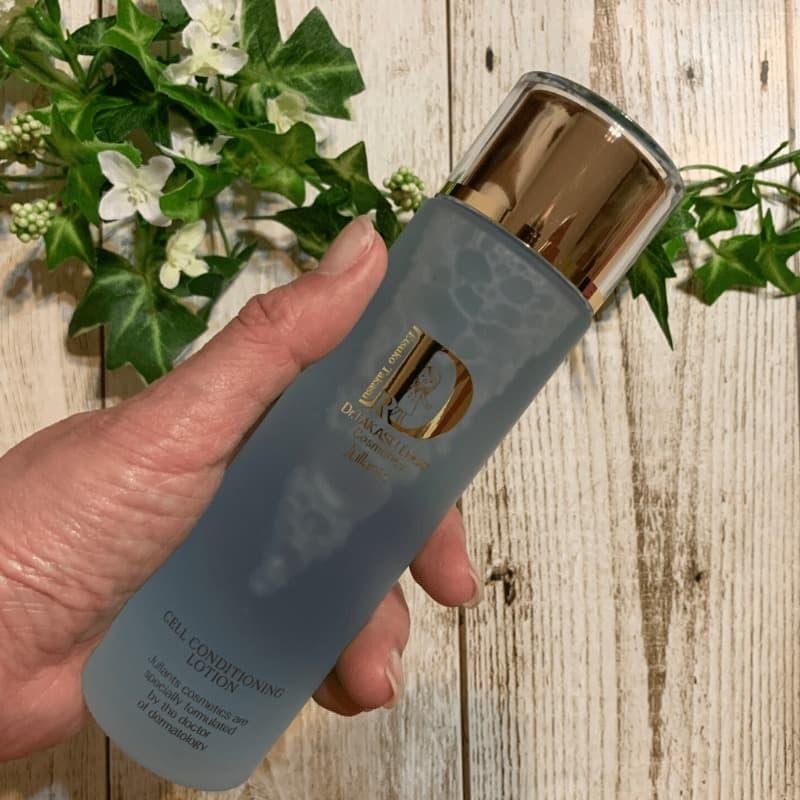 ジュランツセル コンディショニング ローション。淡いブルーのふき取り&導入化粧水。