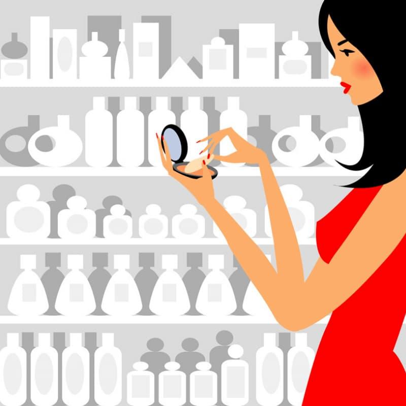 化粧品を選ぶ若い女性