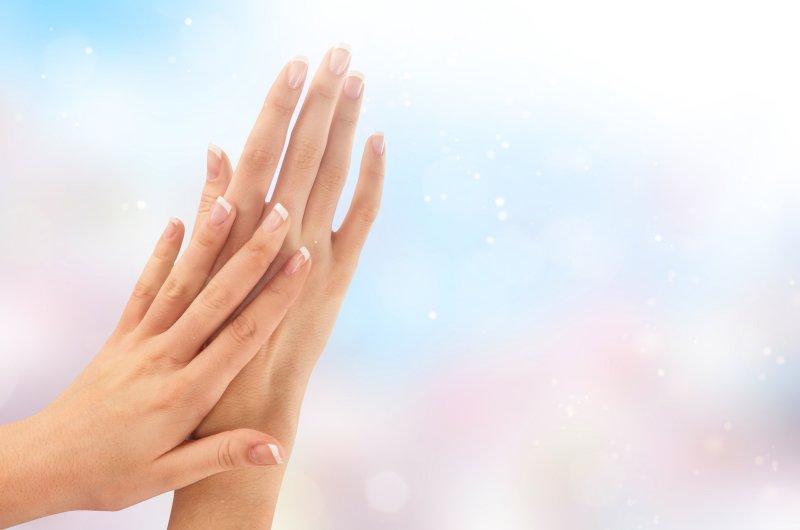 きれいに整った女性の爪